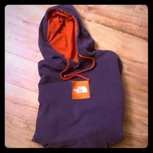 North Face hooded sweatshirt w/front Pocket